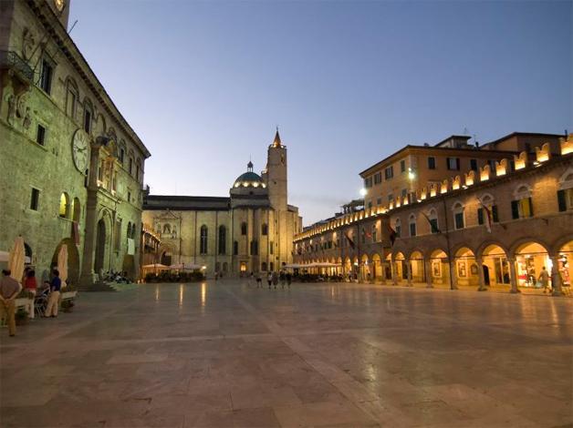 Opere d'arte dalle Collezioni di Ascoli Piceno:  la Pinacoteca Civica  e il Museo Diocesano